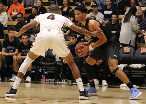 Men's basketball falls short at Ventura College in electrifying game