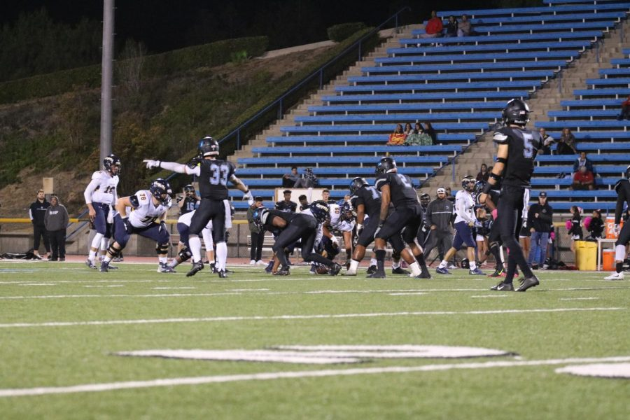 Moorpark Raiders locked into a defensive battle the first half with the Canyons Cougars. Photo credit: Michelle De Leon