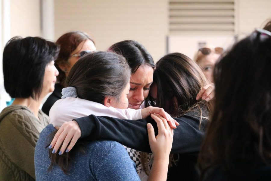 Moorpark students grieving at the on-campus vigil to mourn the loss of the loved ones from the Borderline tragedy on November 7, 2018 Photo credit: Michelle De Leon