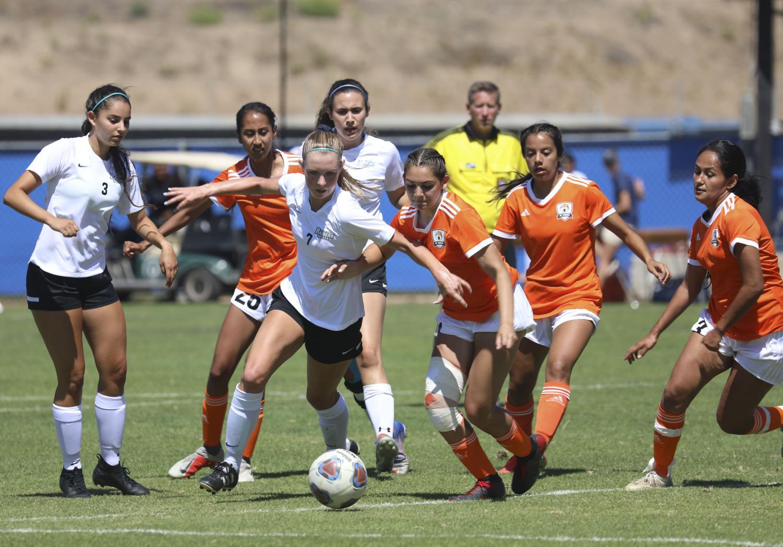 Womens_Soccer2.jpg