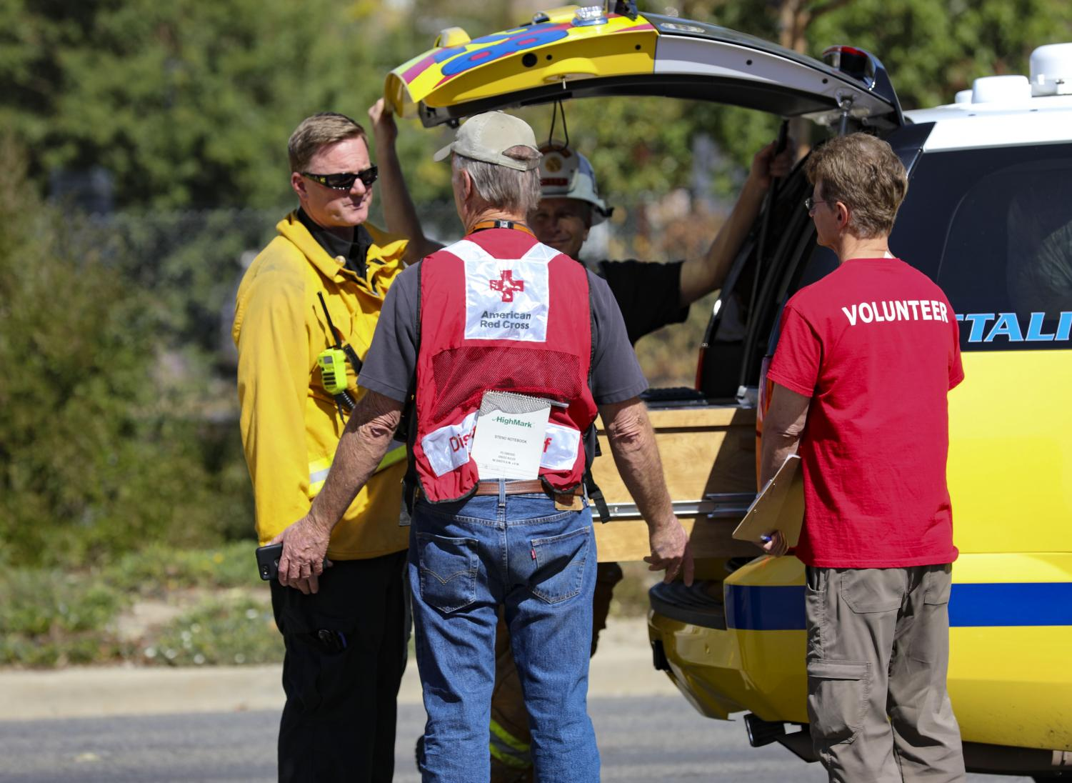 Michael Weisenberg, a Ventura County Fire Department battalion chief, Left, talks to Paul Brown, a Red Cross disaster action team supervisor, Right, about the current situation regarding the Buyers Fire in Simi Valley on Oct. 15. Photo credit: Ryan Bough