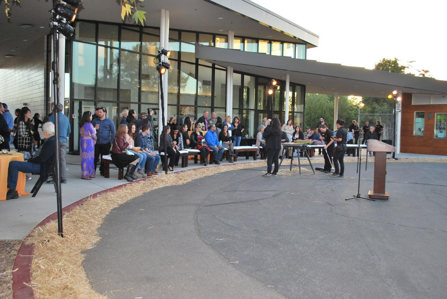 Attendants of the 2018 Rendezvous at the Zoo gather around a speaker during the festivities. Image provided by Ventura County Community College District.