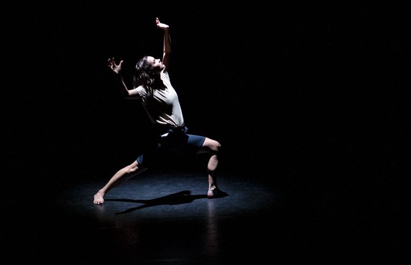Kirsten+Hoj%2C+Moorpark+College+dance+student%2C+performs+in+a+dance+number+titled+%22Die%2C+Die%2C+Dichotomy%21%22+during+the+Speaking+Movement+dance+presentation+on+Thursday%2C+Nov.+14.+The+number+was+choreographed+by+Emma-Rose+Allen%2C+a+fellow+dance+student+at+Moorpark+College.+Photo+credit%3A+Evan+Reinhardt