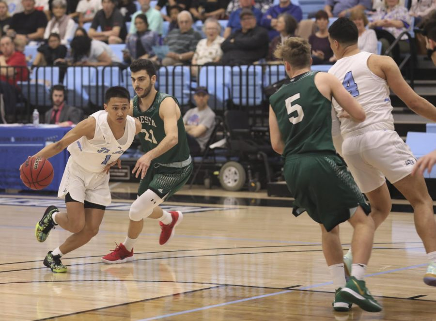 Sophomore+guard+Ben+Guard+attempts+to+break+down+his+defender+in+their+85-76+victory+over+Cuesta+College+on+Saturday%2C+Jan.+25+at+Moorpark+College.+Photo+credit%3A+Ryan+Bough