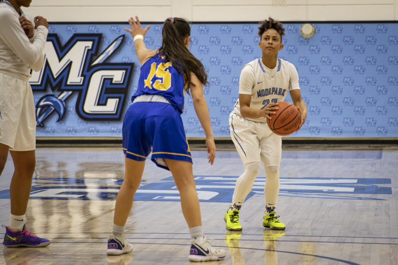 Sophomore+guard+Breanna+Calhoun+spots+up+for+a+three-pointer+during+the+Raiders%27+home+game+victory+over+Allan+Hancock+100-61+on+Wednesday%2C+Jan.+22.+Photo+credit%3A+Evan+Reinhardt