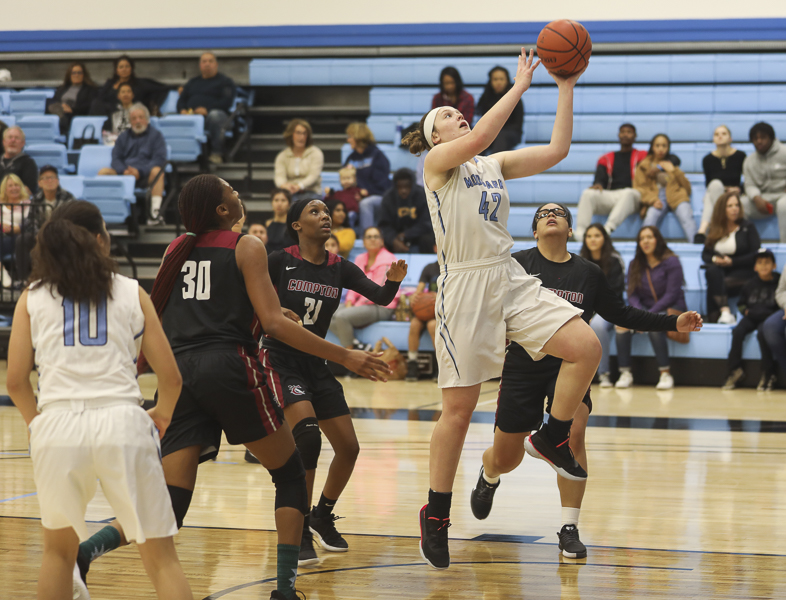 W_Basketball_1.jpg