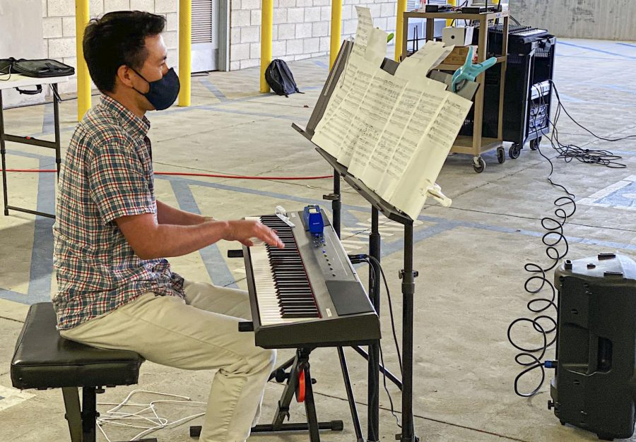 Kevin Su Fukagawa accompanies the class with the piano in Moorpark, CA on March 8, 2021. Photo credit: Valeri Roussak